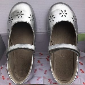 See Cai Run girls silver mary jane shoe, size 12.5